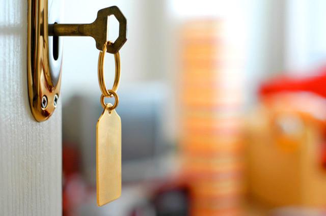 Сообщить в налоговую о сдаче квартиры соседями: куда жаловаться, если сдают квартиру незаконно посуточно, а квартиросъемщики шумят?