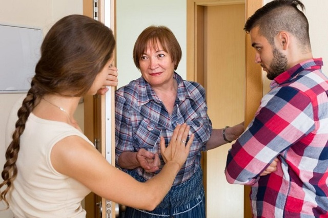 Как выселить соседей алкоголиков: как избавиться от алкашей и наркоманов, и как с ними бороться законным путем, что делать, если нетрезвый ломится в дверь?
