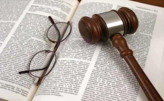 Затопили соседей снизу: что делать, как не платить и не возмещать ущерб, как доказать свою невиновность и какие права есть у юриста при рассмотрении дела?
