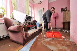 Квартиранты затопили соседей – кто должен платить, если прорвало стояк (трубу) отопления, кто виноват и будет возмещать ущерб?