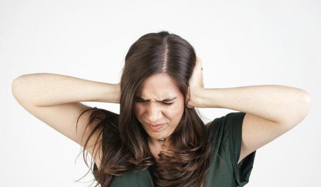 Допустимый уровень шума в децибелах в квартире: норма по закону и СНиП для предельного звука в жилых помещениях, многоквартирном доме и на улице.